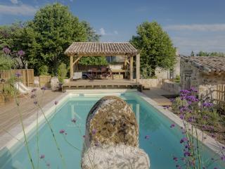 Maison en pierre indépendante, piscine chauffée - Saint-Emilion vacation rentals