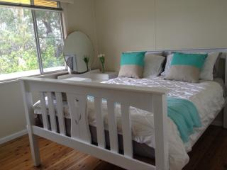 Comfortable 2 bedroom Cottage in Vincentia - Vincentia vacation rentals