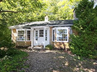 Perfect 2 bedroom Wiarton Cottage with Deck - Wiarton vacation rentals