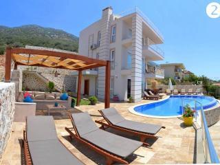 Luxury holiday Villa with sea view, sleeps10: 052 - Turkish Mediterranean Coast vacation rentals