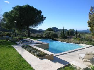 SLEEPS 8,PRIVATE POOL,SEA VIEW,NR BEACH AND SHOPS - La Cadiere d'Azur vacation rentals