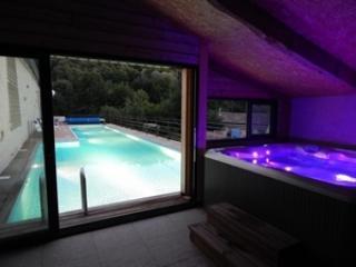 Maison vacances 2/4pers Piscine Jacuzzi Spa - Saint-Maixent-l'Ecole vacation rentals