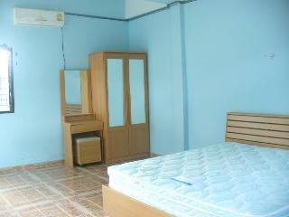 Nice Condo with Internet Access and A/C - Sung Noen vacation rentals