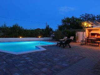 Apartment with pool, for 5 people, B1 - Zaton (Zadar) vacation rentals