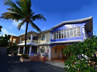 Nice 2 bedroom Villa in Roches Noire - Roches Noire vacation rentals
