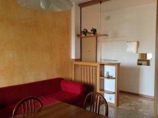Nice Condo with Balcony and Central Heating - Lonate Pozzolo vacation rentals