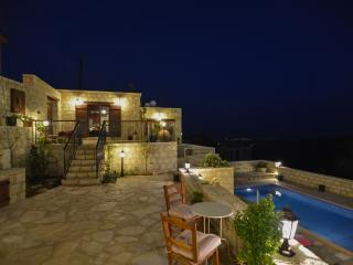 Romantic 1 bedroom Neo Chorion Guest house with Internet Access - Neo Chorion vacation rentals