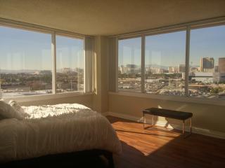 Luxury Top Floor 2br/2bth w/ Panoramic STRIP Views - Las Vegas vacation rentals