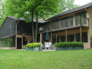 2 bedroom Bed and Breakfast with Deck in Shelbyville - Shelbyville vacation rentals