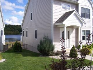 Hanley Lake Cove Condominiums - Our R&R - Central Lake vacation rentals