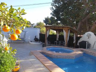 NR CALP - 5 MINS BEACH ETC - POOL PLUS CHILDS POOL - Alicante vacation rentals