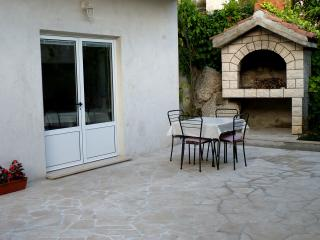 Comfy studio with terrace, 50m from the sea - Brist vacation rentals