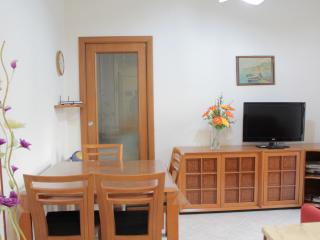 Appartamento comodo al centro, WIFI, posto auto - San Remo vacation rentals