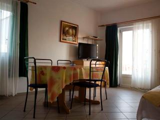 Cosy sunny Apt with balcony overlooking sea - Brist vacation rentals