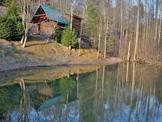 Hugs n Kisses a one bedroom cabin located in Black Bear Falls - Sevierville vacation rentals