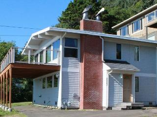OCEAN VIEW ROADS END FAMILY HOME WITH HOT TUB - Lincoln City vacation rentals