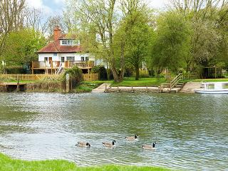 Chalmore Hole Ferry House - Oxfordshire vacation rentals