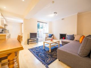 Lovely 1 bedroom flat with Patio in Chelsea SW10 - London vacation rentals