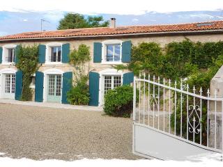 Farmhouse/Apartment in Nanteuil en Vallee - Nanteuil En Vallee vacation rentals