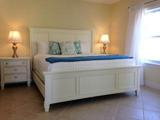 GARDEN VIEW 1 BR CONDO W/BALCONY -BEACH ACCESS (gg - Providenciales vacation rentals