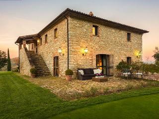 Lake Trasimeno large villa in Umbria - Perugia vacation rentals