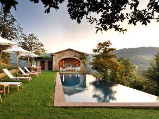 Private haven Villa Spinaltermine with magnificent views, infinity pool & daily maid - Calzolaro vacation rentals