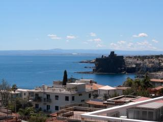Elegant 150mt from the sea +solarium terrace - Acitrezza vacation rentals