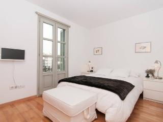 Romantic Condo with Internet Access and A/C - Barcelona vacation rentals
