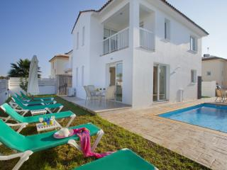Perfect 3 bedroom Protaras Villa with Internet Access - Protaras vacation rentals