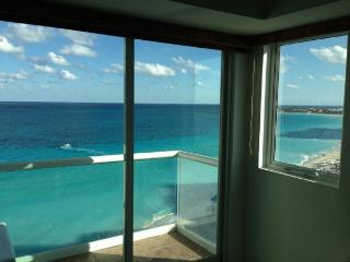 Beautiful studio with a ocean view - Cancun vacation rentals
