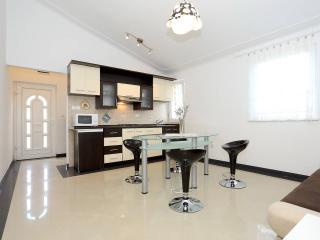 nice & cozzy apartment near see no1,  Karin - Obrovac vacation rentals