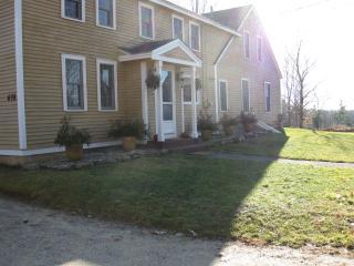 Gorgeous Farmhouse Reunions/weddings/Retreats - Standish vacation rentals