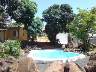 Bungalow avec piscine à l'eau de mer - Pointe Aux Sables vacation rentals