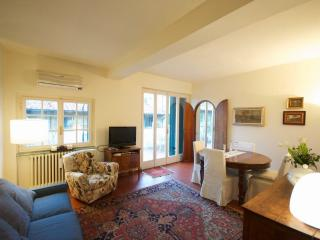 Lodging with 360° view terrace -near Pontevecchio - Florence vacation rentals