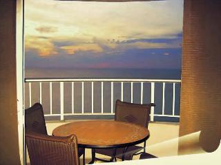 Palmetto Apartmentos Frente La Playa Bocagrande - Cartagena vacation rentals