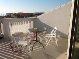 Bright Oristano vacation Apartment with Internet Access - Oristano vacation rentals