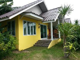 Studio Yellow House For Rent Hua Hin - RHH11 - Hua Hin vacation rentals