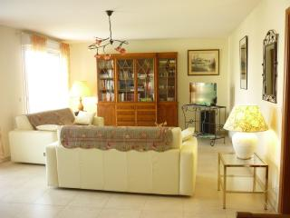 Bright apartment on the French Riviera with a balcony and great views - Saint Raphaël vacation rentals