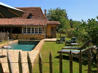 Enchanting country house near Pau, in the Pyrenées-Atlantiques, with garden - Bearn-Basque Country (Pyrenees Atlantiques) vacation rentals