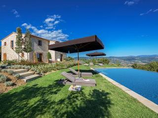 Lake Trasimeno luxury villa in Umbria - San Giovanni del Pantano vacation rentals
