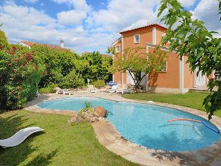 Modern villa in an idyllic Languedoc village, with private pool, garden, terrace and barbecue - Cournonterral vacation rentals