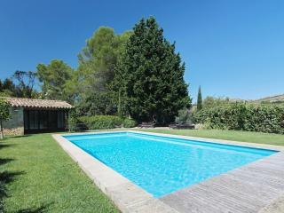 Magnificent villa in Maussane-les-Alpilles, Provence, with huge garden and private pool - Maillane vacation rentals