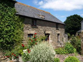 Twinkles, charming and spacious family cottage in Cornwall with sunny courtyard - Pelynt vacation rentals