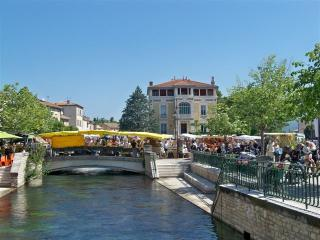 Idyllic apartment in Provence with sunny terrace - L'Isle-sur-la-Sorgue vacation rentals