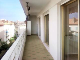 Apartment in the heart of Cannes with balcony - Cannes vacation rentals