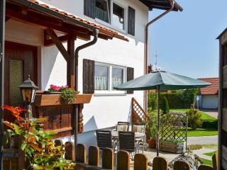 Idyllic house in Lechbruck am See, Bavaria, with sunny garden – near Neuschwanstein Castle! - Lechbruck vacation rentals