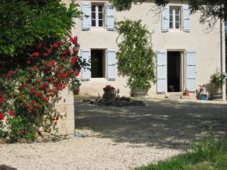 """Maison Vignes"" – charming and spacious farmhouse in Gascogne with pool and countryside views - Creon-d'Armagnac vacation rentals"