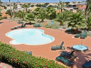 Charming flat in the centre of Corralejo, Fuerteventura, with shared pool – 500m from beach! - Fuerteventura vacation rentals