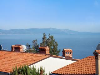 Three-bedroom penthouse in Rabac, Istria, with sea-view balcony, private parking and WIFI, 800m from the beach - Rabac vacation rentals