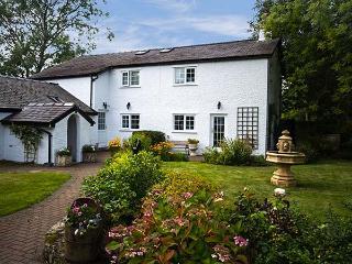 RHOS Y BEL, semi-detached farmhouse, woodburner, off road parking, front and rear garden, in Malltraeth, Ref 14160 - Malltraeth vacation rentals